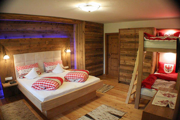 Appartement Habicht, Schlafzimmer, Omesberger Hof in Neustift - Urlaub im Stubaital in Tirol