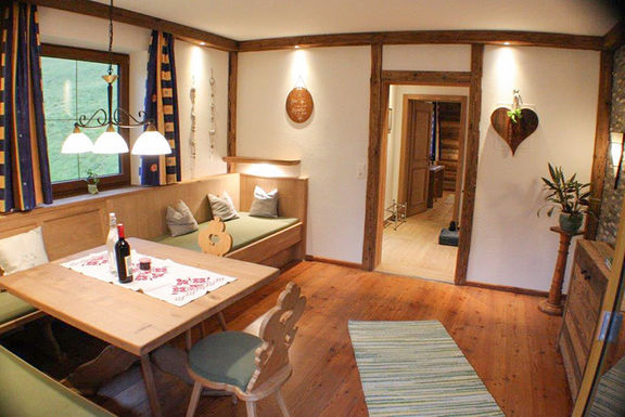 Appartement Habicht, Esszimmer, Omesberger Hof in Neustift - Urlaub im Stubaital in Tirol